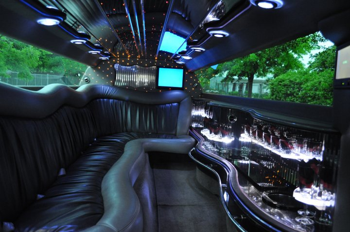Houston town car service houston limo hummer limos party for Motor city party bus